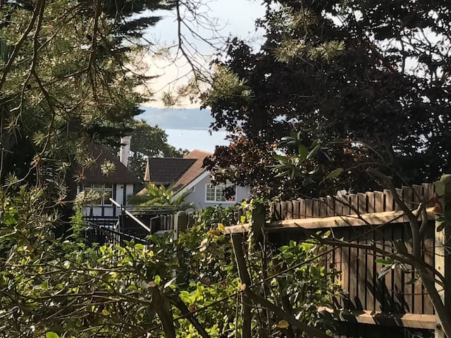 Private Coastal Retreat with Harbour Views - Poole - Talo