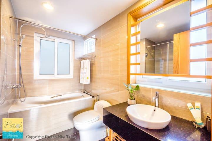 Bathroom with Luxury Bathtub