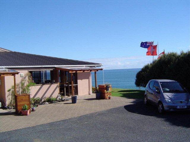 Carneval Ocean View - Cable Bay - Bed & Breakfast