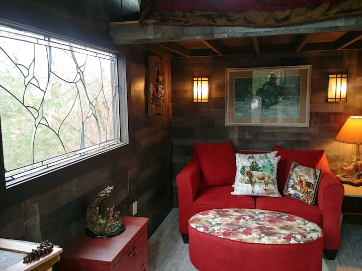 Glamping Cabin/Tiny House for two (1 Pet only)