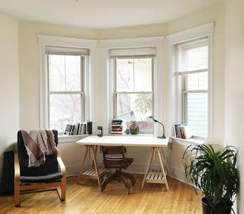 Sunny, quiet apt. close to Harvard