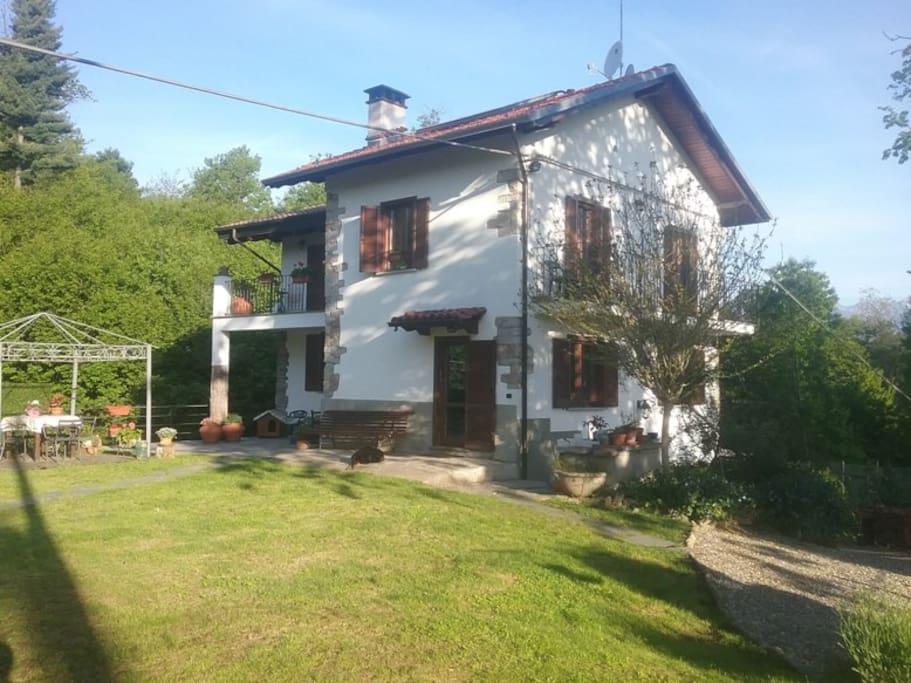 Casa relax houses for rent in livera piemonte italy for Piani di casa con guest house annessa