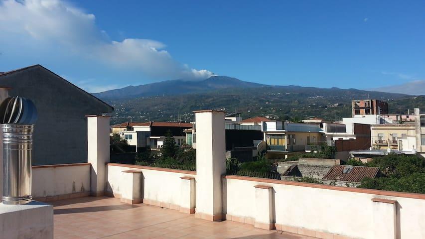 Casa indipendente  vista Etna - Fiumefreddo di Sicilia - บ้าน