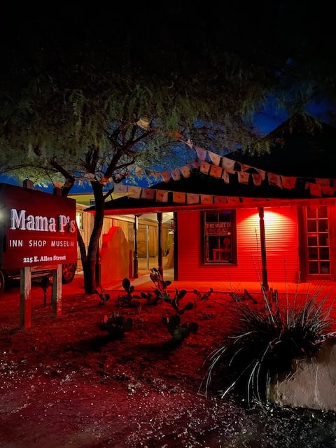 Mama P's Historical Inn: The China Mary Suite