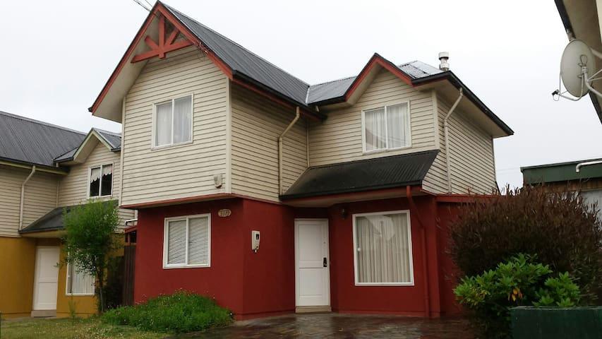 Espaciosa casa en barrio tranquilo buena ubicación