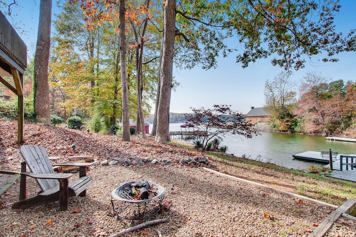 Water's Edge - Relax & Enjoy Modern Lakefront Home!