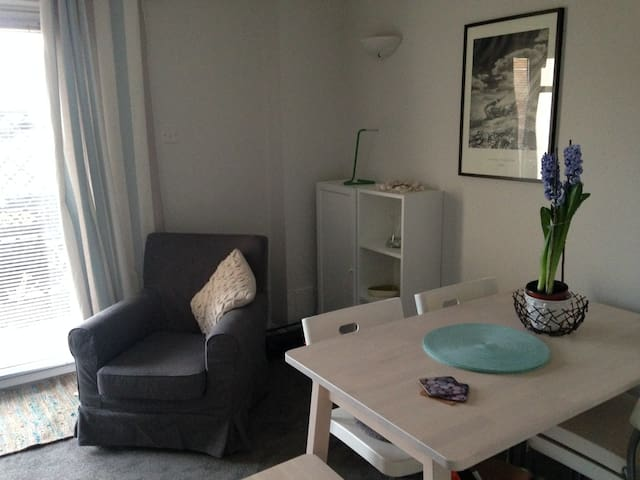 Brighton Marina one bed flat with secure parking. - 브라이튼(Brighton) - 아파트