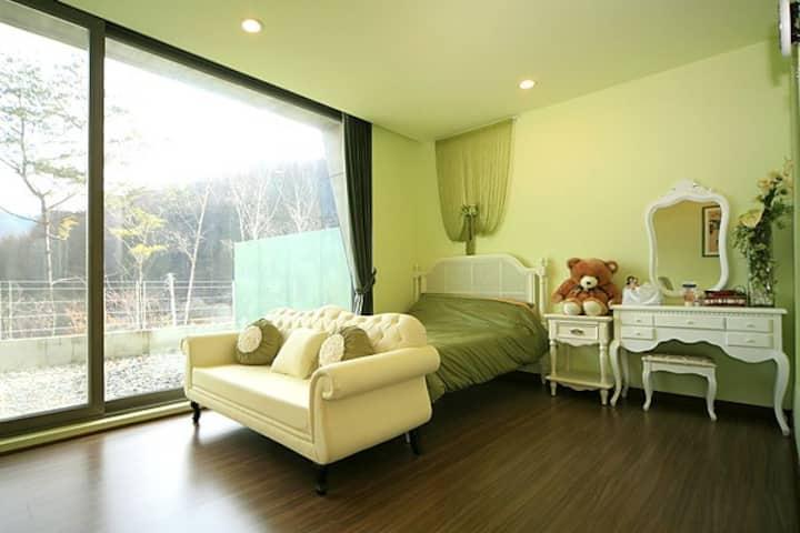 Pyeongchang Sky Forest Hotel #202(평창펜션 하늘 숲 202호)