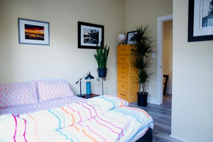 LUXURIOUS PRIVATE ROOM #1- Downtown Santa Barbara