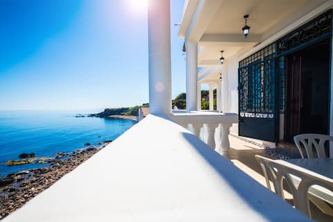 Waterfront villa with pool (Tipaza)