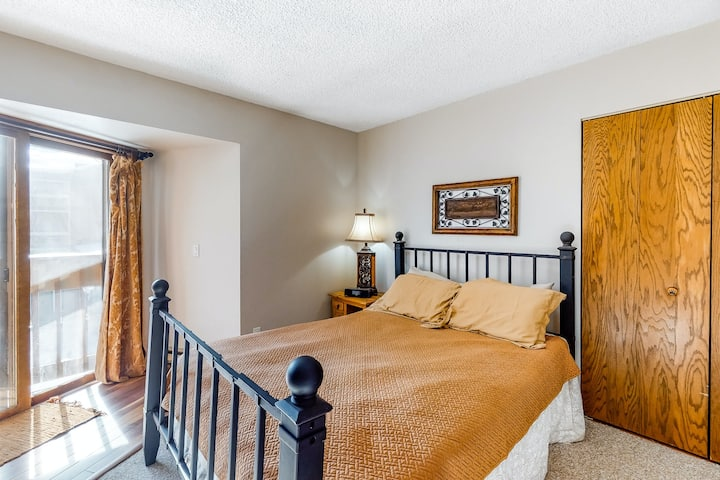 Snug Suite w/ a Balcony Plus an On-Site Shared Pool, Hot Tub, & Game Room