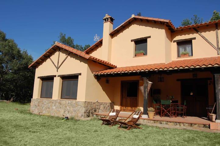 Casa rústica rodeada de bosque - Peñacaballera - Ház