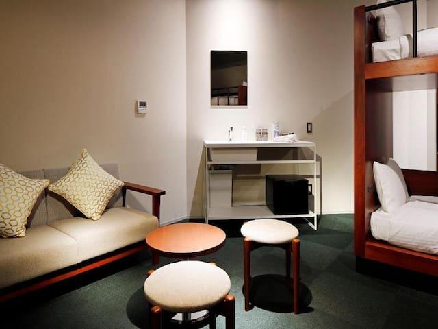 エコノミー4人部屋 20平米/バス・トイレ共用
