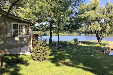 LAKEFRONT Charming 2BR Cottage near Loudonville