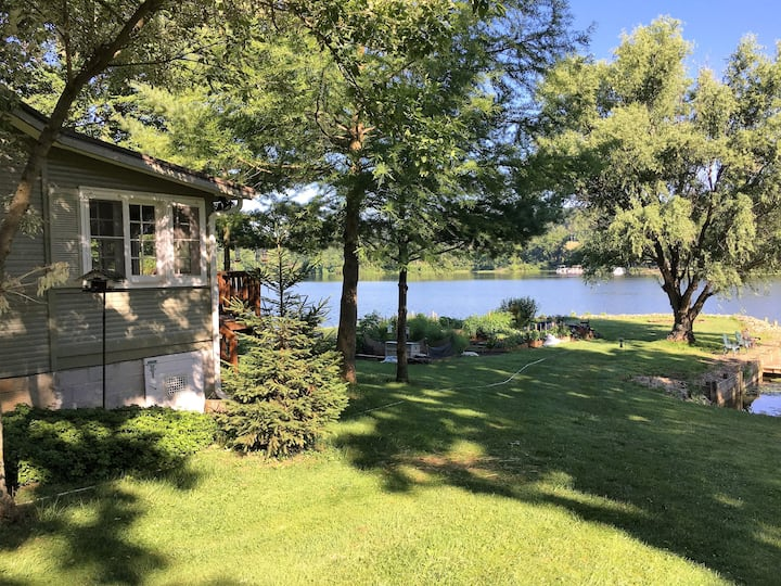 Peaceful LAKEFRONT 2BR Cottage near Loudonville