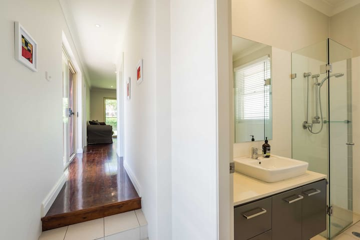 Single room in quiet Manly self contained house - Balgowlah Heights - Casa