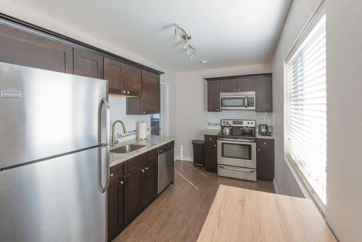Coronado Flats 1BD - Full Kitchen & Laundry