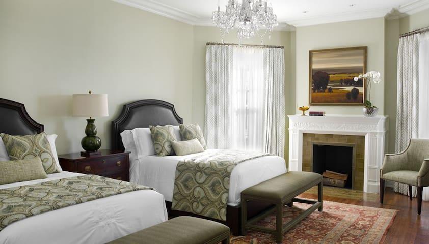 Stone Terrace B&B - The Mary Chaplin Glenn Suite - Evanston - Bed & Breakfast