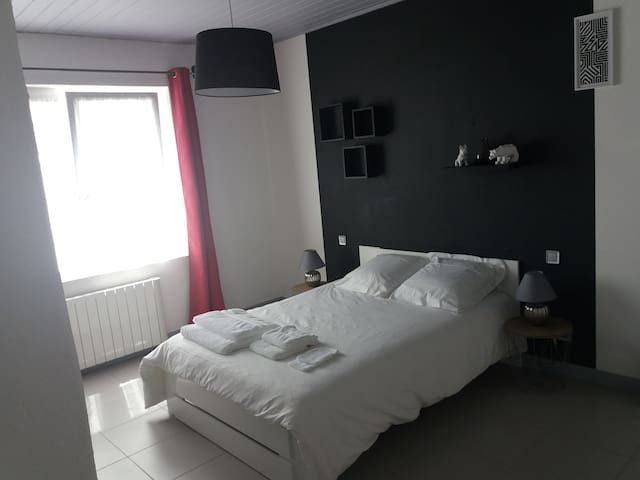 Chambre de 18m2 avec lit double de 140