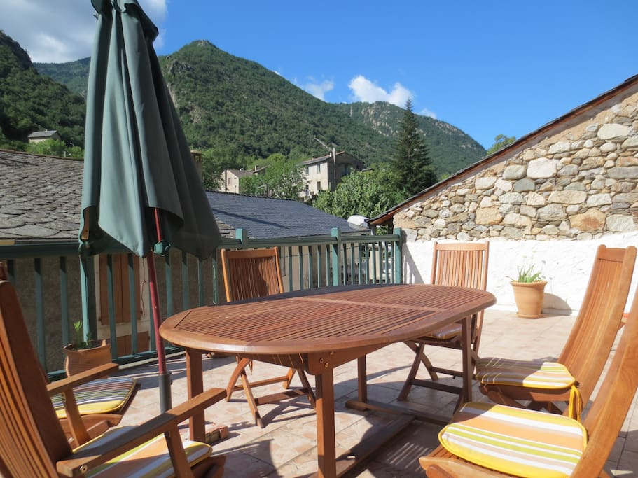 charming home in french pyrenees w panoramic view h user zur miete in thu s entre valls. Black Bedroom Furniture Sets. Home Design Ideas