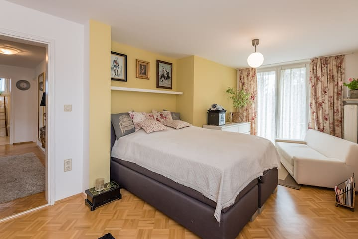 Charming room with a stunning view - München, Bayern, DE - Rumah