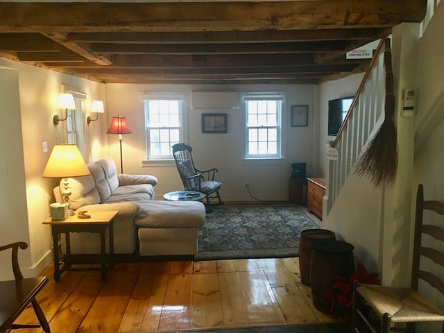 Authentic 1739 Two Bdrm Cottage in Historic Salem