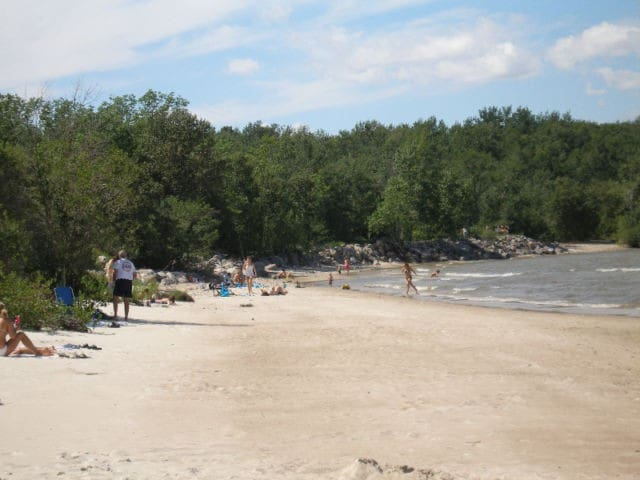 Relaxing Hillside Beach Cottage - Lake Winnipeg