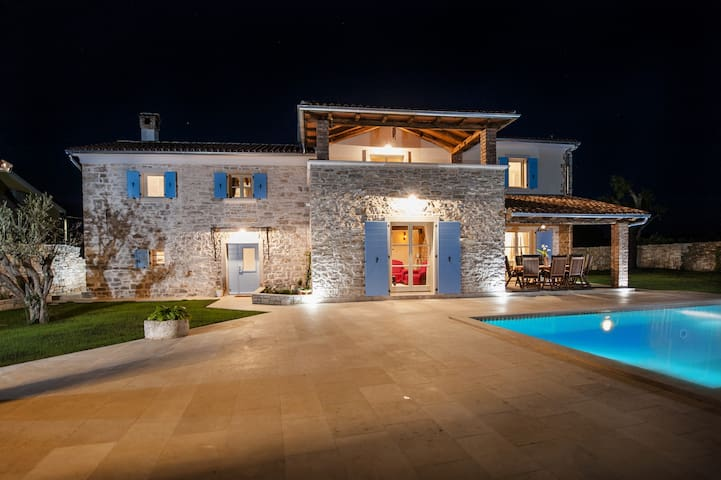 Beautiful villa near Rovinj for 10-12 persons - Krmed - 別荘
