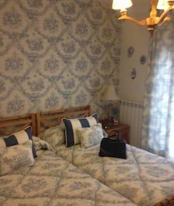 Suite con baño, salón y solarium. - Casa