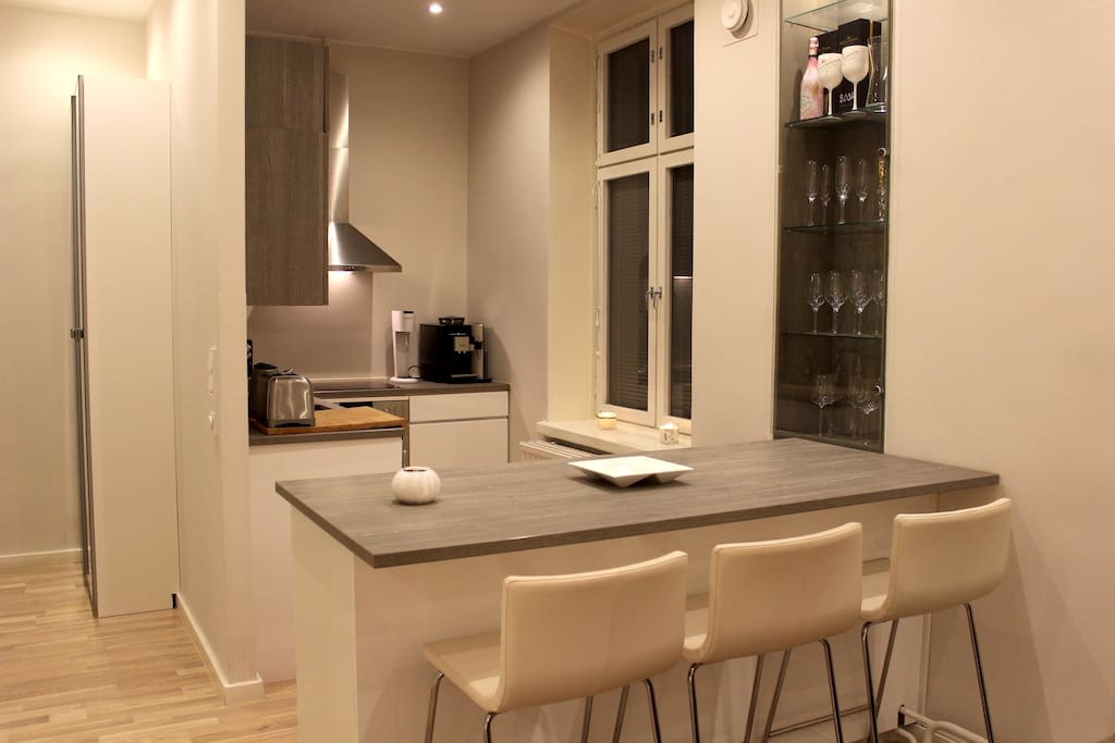 Kitchen with a bar table.