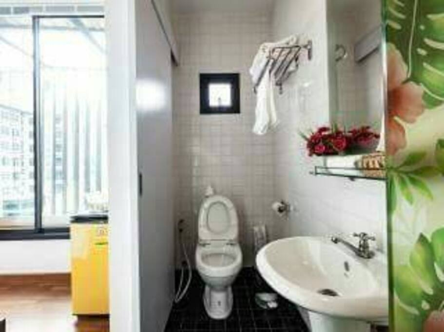 24lh hotel – Bangkok. Deluxe Room - bathroom.