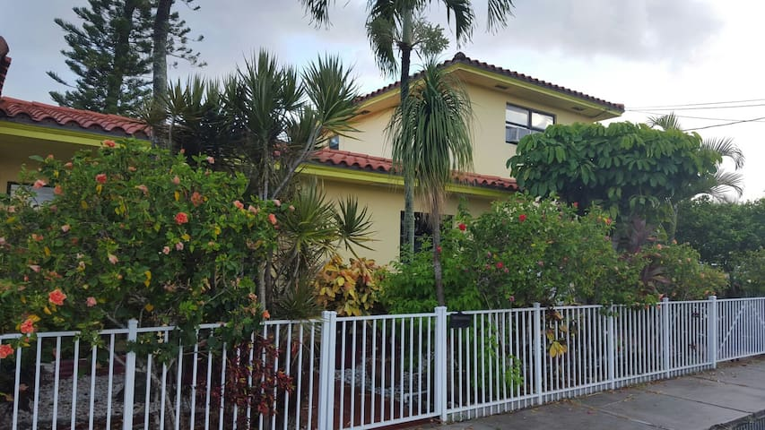 Quiet APT, close 2 water & downtown - Lake Worth - Lägenhet