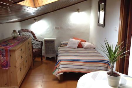 Dormitorio cálido y tranquilo casi en la Catedral - Santiago de Compostela