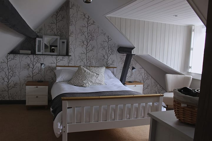 The Foulsyke Farmhouse - Top floor spacious room