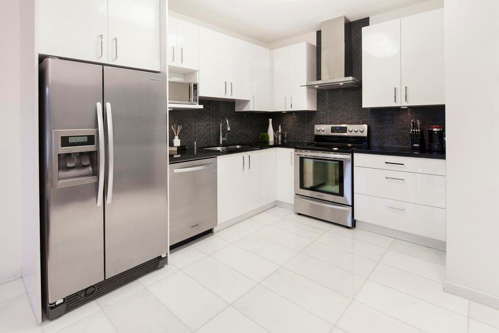 Excellently appointed kitchen with all you need for a romantic getaway