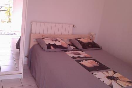 Chambre indépendante en villa plein sud - Montescot - Villa