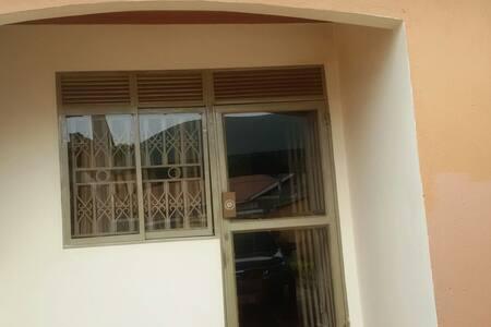 Cosy villa in lush green compound - Καμπάλα
