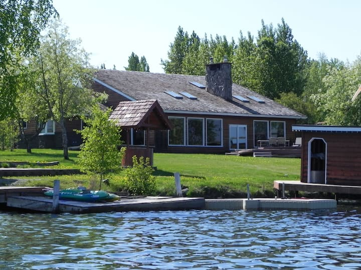 Lakeside Cedar Chalet on Big Lake