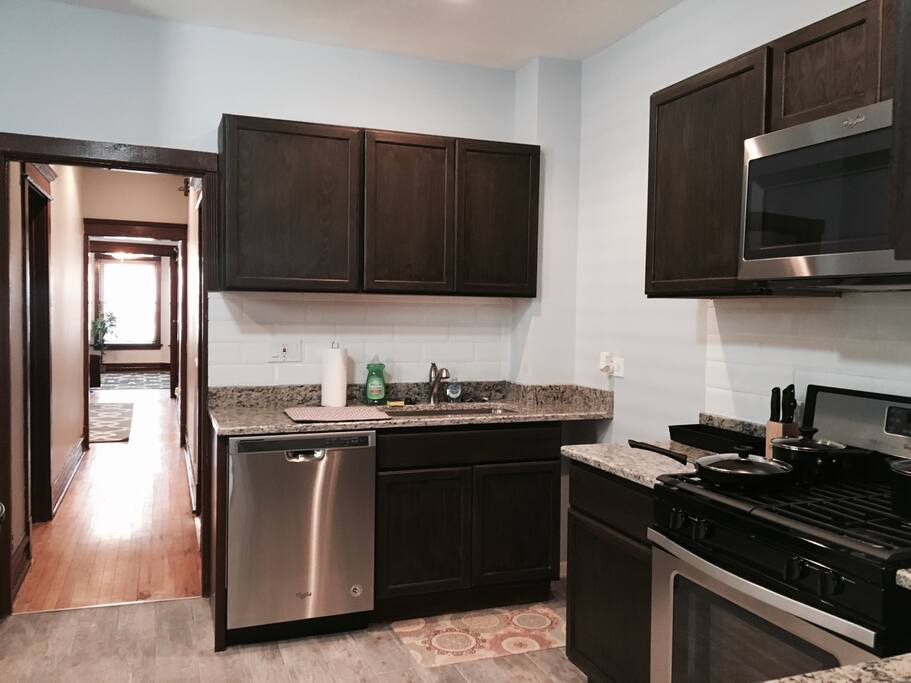 Super Cozy 2 Bedroom 1 Bath Garage Parking Apartments For Rent In Chicago Illinois