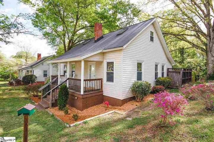 Renovated home in historic Dunean Mill community - Greenville - Huis