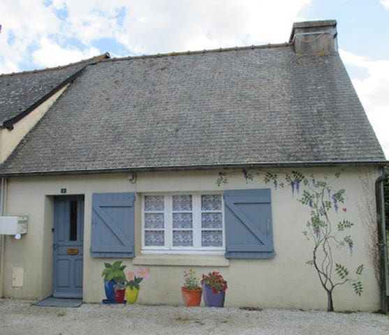 Peaceful Rural Brittany Cottage - Plussulien