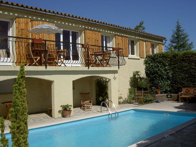 Very private Villa with Pool and Barbecue