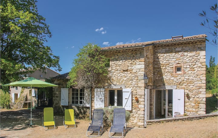 Stunning home in La Begude-De-Mazenc with Outdoor swimming pool and 5 Bedrooms