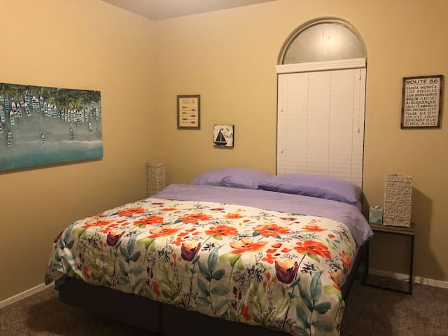 King size bed, ultimate comfort in great location