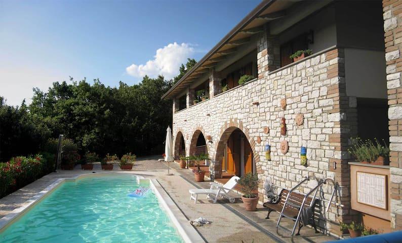 Villa Tre Archi, Ombrie, Italie - Magione - Huis