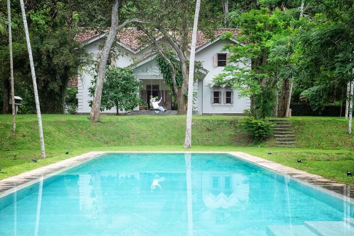 B&B in Mirissa villa | pool | 3mins to beach