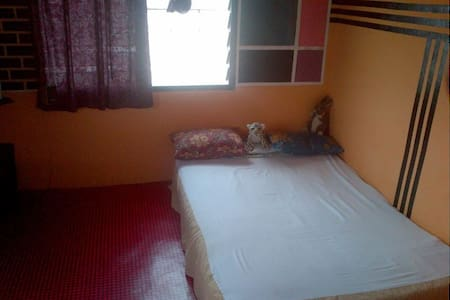 A simple  room space in Accra - Hus