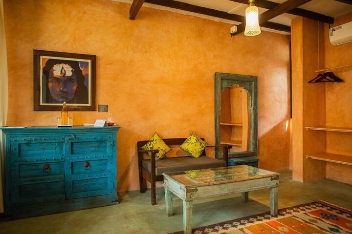 Rajasthani Cottage near Morjim Beach w / pools