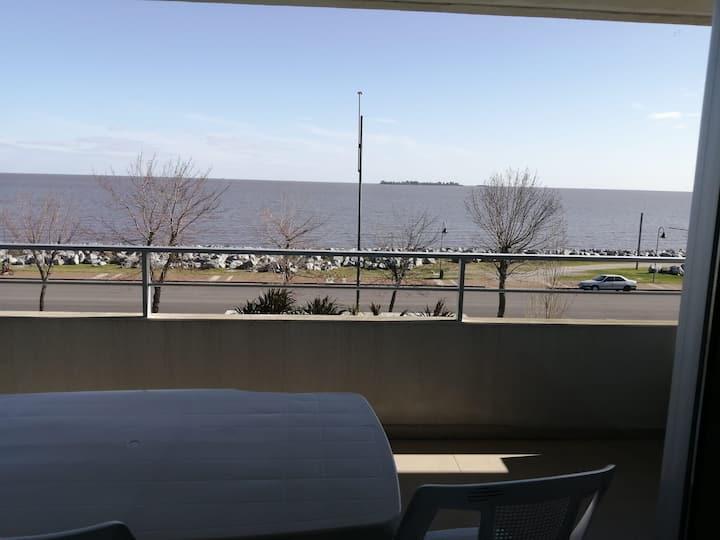 Apto dentro de hotel Dazzler con vista al rio.