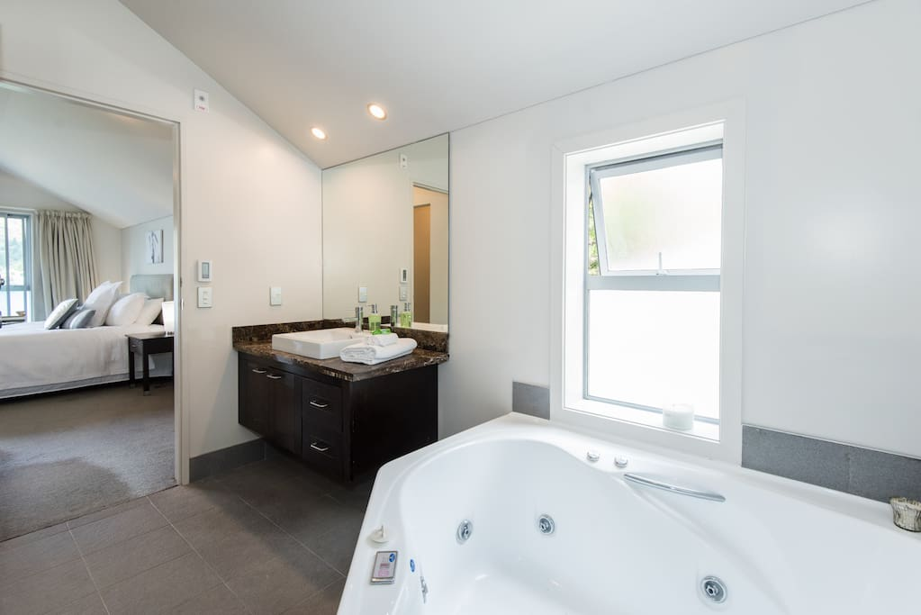 Ensuite with Luxurious SPA BATH Master Bedroom